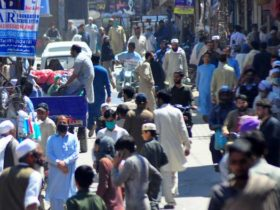 پاکستان: عید سے پہلے مزید پابندیاں اُٹھانے پر غور