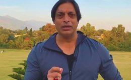 شعیب اختر نے شاہ رخ خان کا دستخط کردہ ہیلمٹ نیلامی کیلیے پیش کر دیا