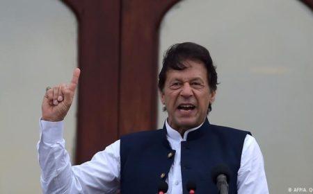 پاکستانی عوام کو ذمہ داری اٹھانا ہو گی، عمران خان