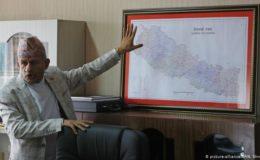 نیپال جیسا چھوٹا ملک بھارت کے سامنے کیسے ڈٹ گیا ہے؟