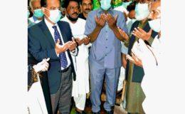 کمشنر کراچی افتخار شالوانی پودا لگا کر سرسبز کراچی مہم کا آغاز کر دیا