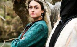 لباس پر تنقید؛ حلیمہ سلطان کا تنگ آکر پاکستانی مداح کو جواب