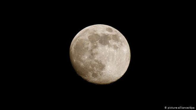 ناسا: پہلی بار خاتون خلا باز کو چاند پر بھیجنے کی تیاری