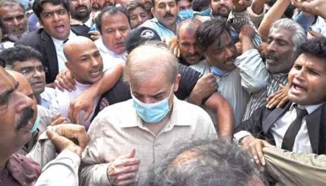 نیب نے اپوزیشن لیڈر شہباز شریف کو احتساب عدالت میں پیش کر دیا