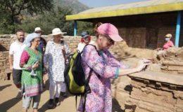 کورونا وبا میں کمی کے بعد کے پی میں غیر ملکی سیاحوں کی آمد شروع