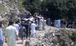 خیبرپختونخوا: نامعلوم افراد کی کار پر فائرنگ سے پورا خاندان اجڑ گیا