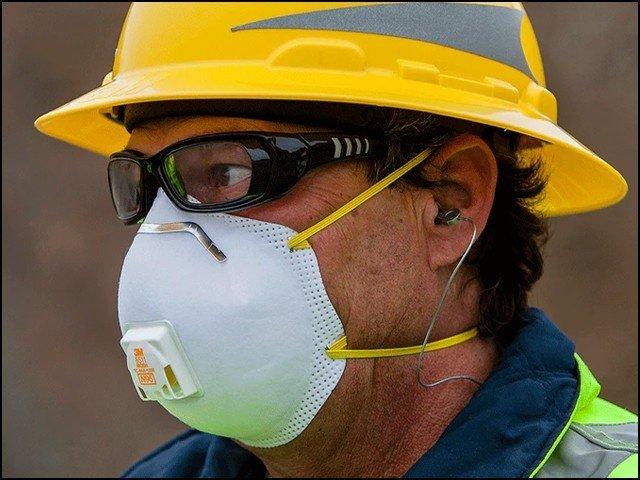 فلٹر والا مہنگا ماسک، کورونا وائرس کو پھیلنے سے نہیں روکتا، تحقیق