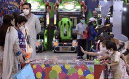 کورونا: بچوں کے مالز اور پارکس میں داخلے پر بھی پابندی لگانے کا مطالبہ