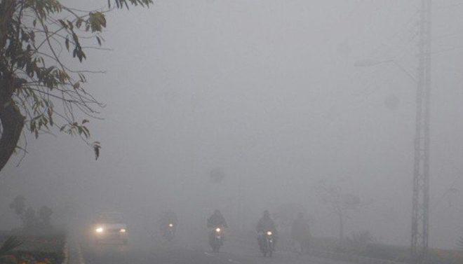 پنجاب کے مختلف شہروں میں دھند کا راج، پروازیں منسوخ، موٹر ویز بند
