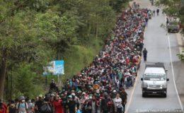 ہزارہا تارکین وطن پھر سے امریکا کی جانب پیدل سفر میں