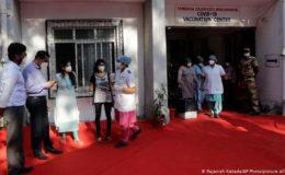 بھارت میں دنیا کی سب سے بڑی کووڈ ویکسین مہم شروع