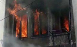 کراچی: کیمیکل فیکٹری میں لگی آگ تیسرے درجے کی قرار، کئی لوگ اندر موجود