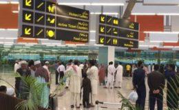 کوالالمپور پی آئی اے طیارہ معاملہ، پاکستان پہنچنے پر شہری پھٹ پڑے