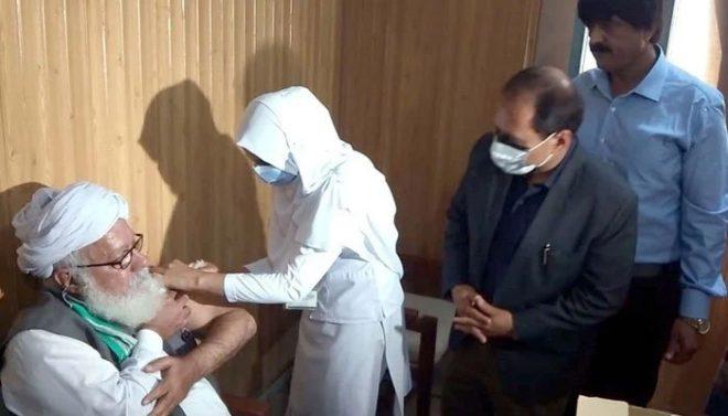 فیصل آباد: کورونا ویکسین کی پہلی ڈوز فوری طور پر بند کرنے کی ہدایت