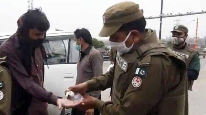 بغیر ماسک گھومنے والوں کے خلاف کارروائی کی جائے گی: لاہور پولیس