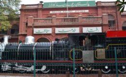 کراچی ایکسپریس حادثہ: جاں بحق خاتون کے اہلخانہ کیلیے 10 لاکھ روپے امداد کا اعلان