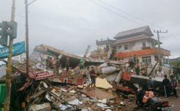 انڈونیشیا ؛ زلزلے کے شدید جھٹکوں میں 1300 عمارتیں منہدم اور 8 افراد ہلاک