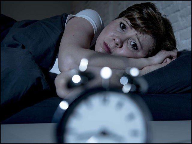 نیند کی کمی آپ کے دماغ کو ختم کر سکتی ہے، تحقیق