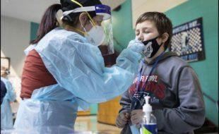 اسکولوں میں سارے عملے اور بچوں کے کورونا ٹیسٹ کیے جائیں، عالمی ادارہ صحت