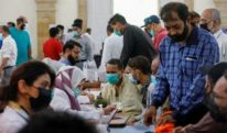 پنجاب میں کورونا ویکسین نا لگوانے والوں کا سرکاری دفاتر میں داخلہ بند