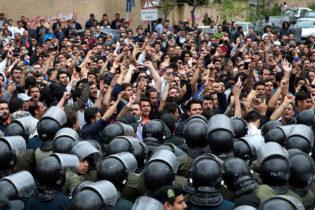 اھواز میں ایرانی مظاہرین کے خلاف کریک ڈاؤن، گرفتار مظاہرین نامعلوم مقامات پر منتقل