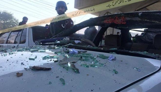 لوئر دیر میں پولیس وین پر بم حملہ، 4 اہلکار زخمی