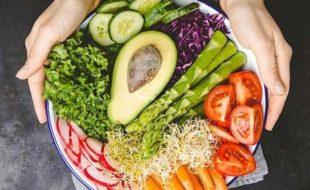 ادھیڑ عمر خواتین بھی سبزیاں کھا کر دل صحتمند رکھ سکتی ہیں