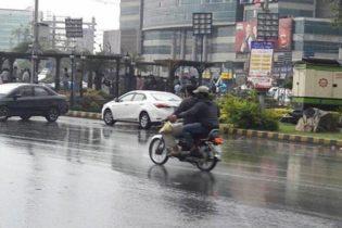 کراچی سمیت سندھ کے مختلف شہروں میں آج بھی بارش کا امکان