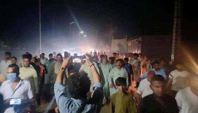 پی ٹی آئی سینیٹر سیف اللہ ابڑو کے قافلے کا ڈنڈا بردار افراد سے سامنا